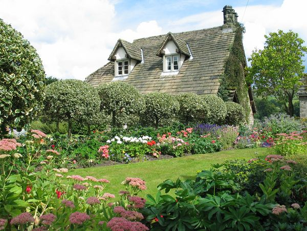 Beautiful English Country Garden