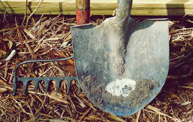 dirt-farm-garden-hand-tools-handle