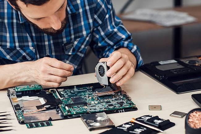 repairman-disassembling-laptop-motherboard