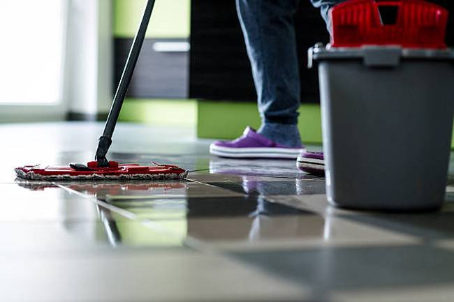 cleaning-with-mop