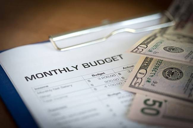 monthly-budget-plan-for-expenses-and-money