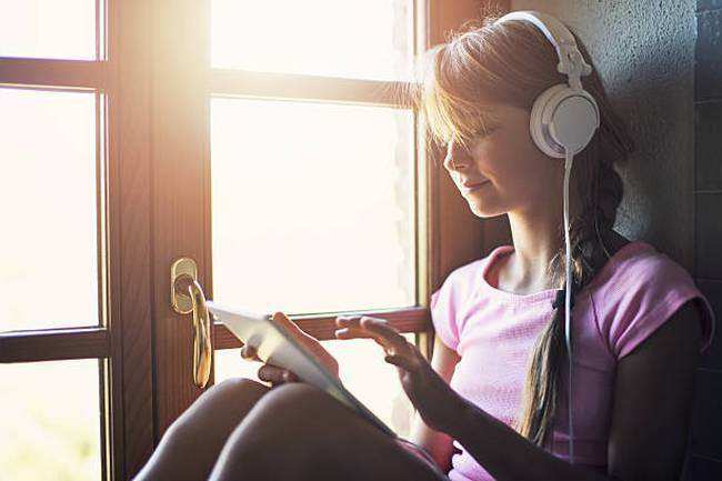 teenager-girl-using-tablet-headphone