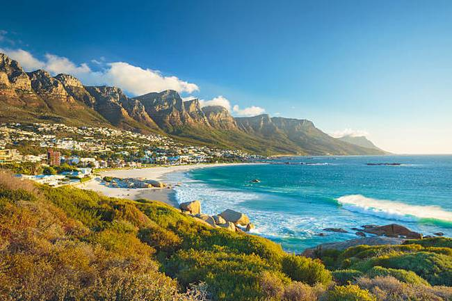 twelve-apostles-mountain-in-camps-bay-cape-town-south-africa