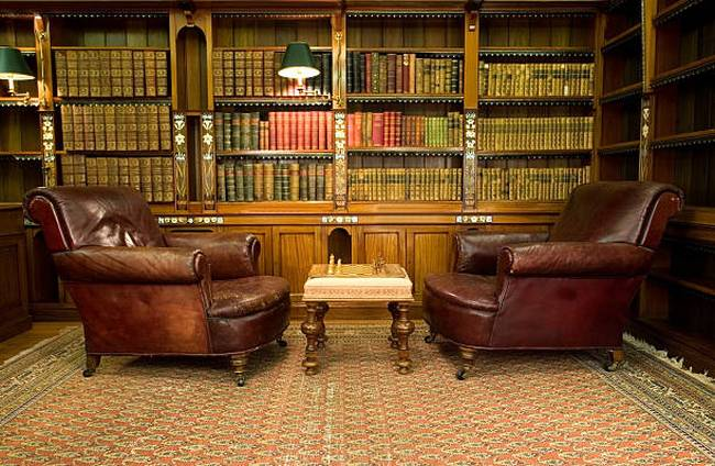 vintage-reading-room-leather-chairs