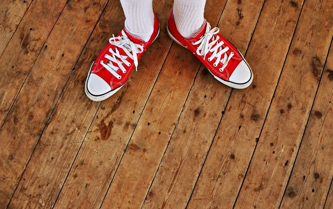 wood-floor-red-shoes