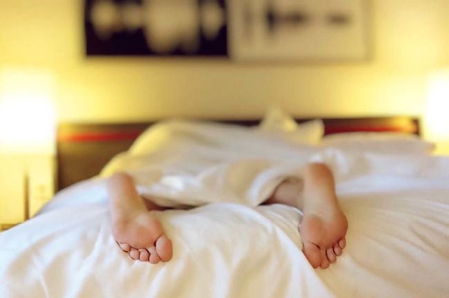 alone-sleeping-bed-white-sheets