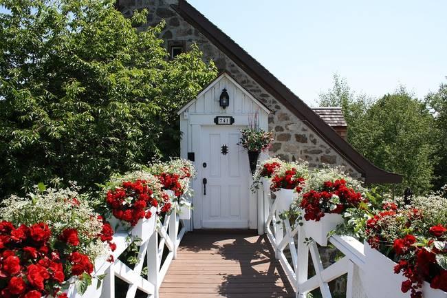door-flowers-house