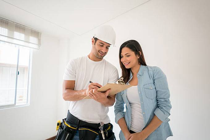 contractor-talking-to-a-woman-at-home