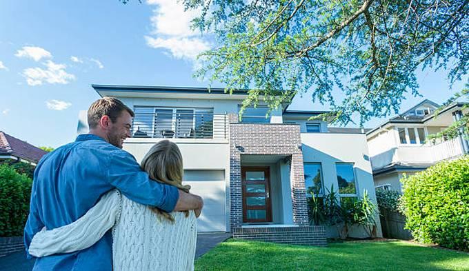 couple-house-home