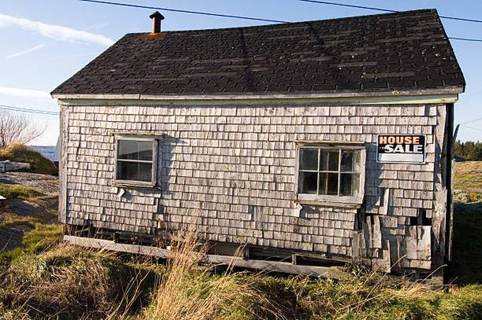 decaying-fixer-upper-house-for-sale