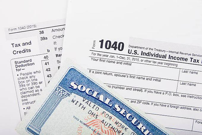 tax-return-form-and-ssn-card