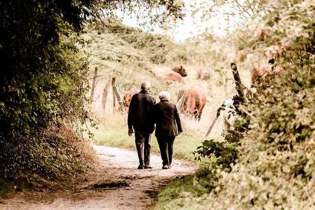 old-man-woman-seniors